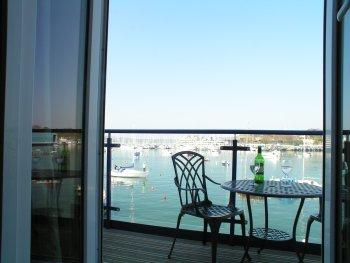 Sea views,free parking quiet Town house  beside Royal William yard .Cremyll Ferry,Central location