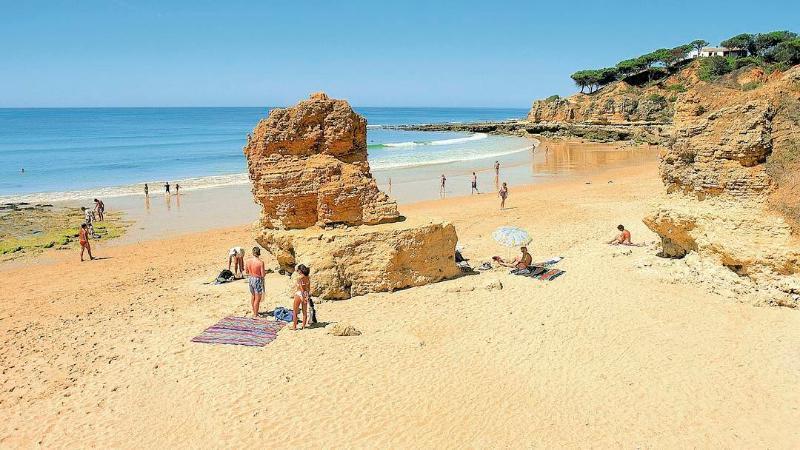 Olhos D'Agua Beach, 20 minutes walk