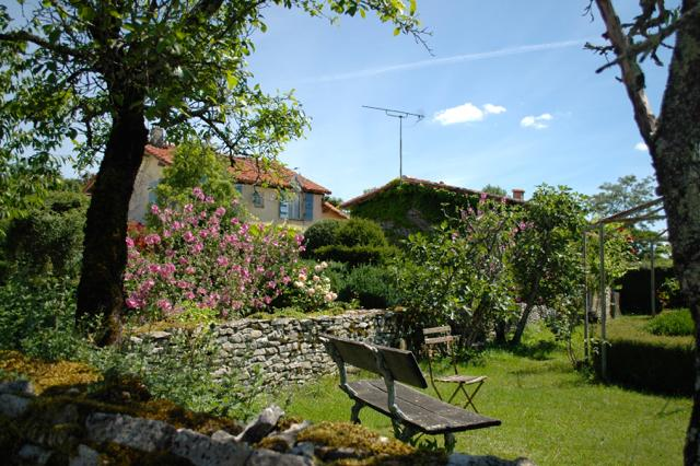 Stunning gite set in a beautiful rural location, holiday rental in Coulgens