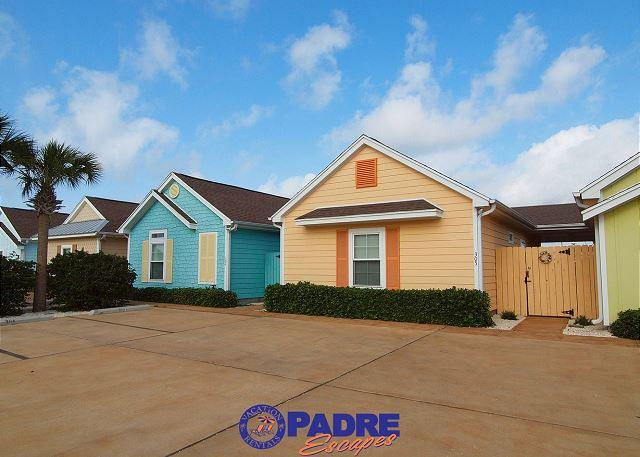Colorful coastal cottages that are close to Schlitterbahn