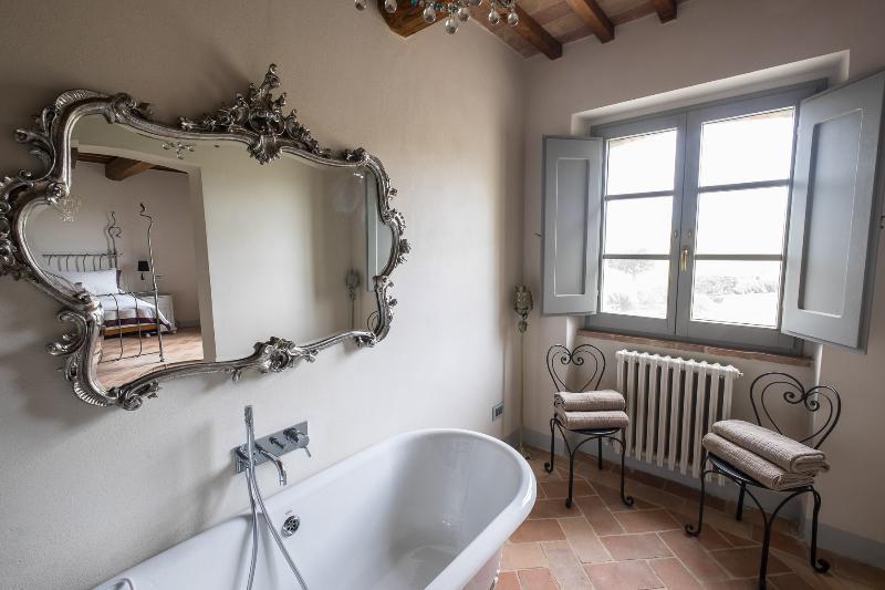 Bad in der zweiten Suite.  Es gibt auch ein Duschbad, die getrennt ist