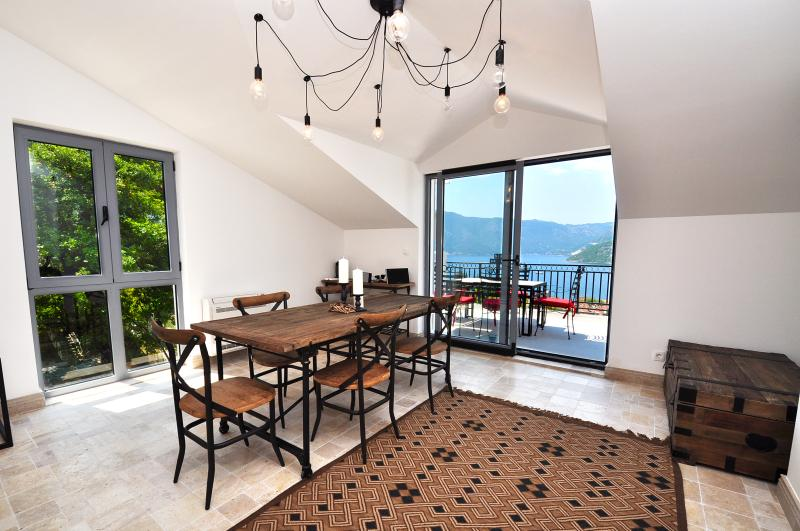 Risan, DOROTHEA apartment - a stunning penthouse, holiday rental in Bogetici