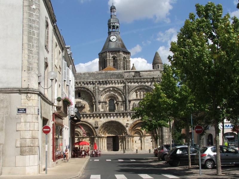 Civray mercado Plaza y la iglesia