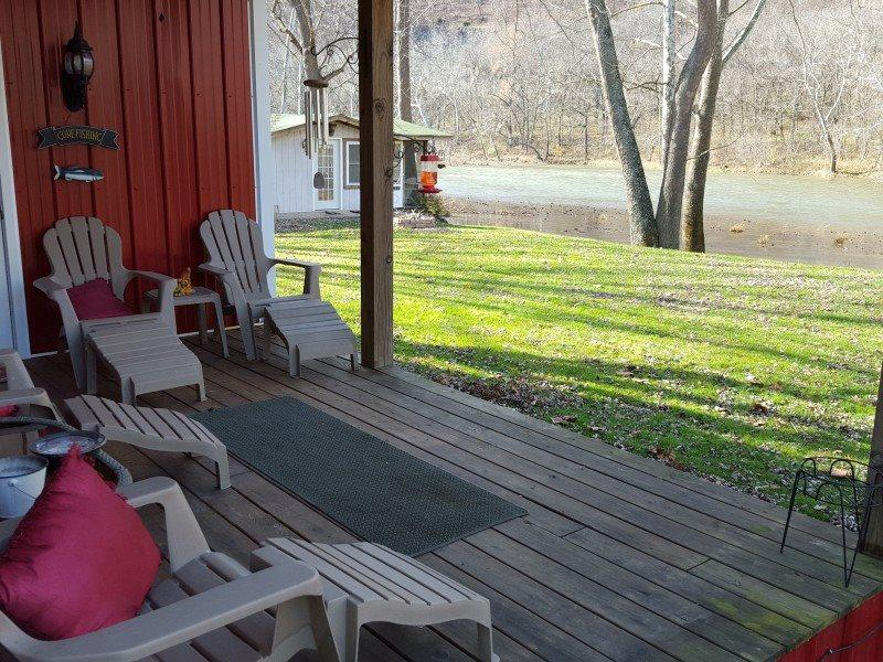 A Southern River Retreat-Enjoy the river from the front porch!, location de vacances à Syria
