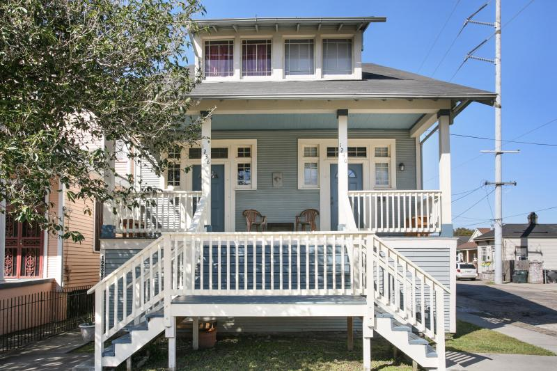Huge, Gorgeous,Double House, Oak Street near Jacque-imo's, lots of private space, vacation rental in Kenner