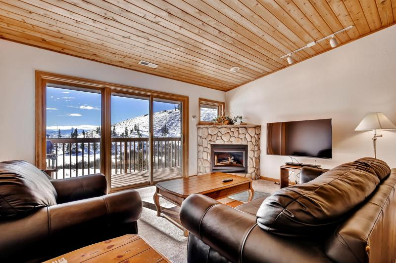 Let this gorgeous Grand Lake vacation rental condo serve as your home base in the Rockies!