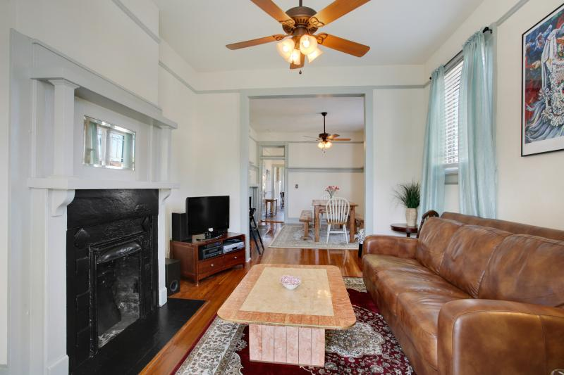Beautiful House right off Oak Street, Maple Leaf, Jacques-imos, Live Oak Cafe, vacation rental in Kenner