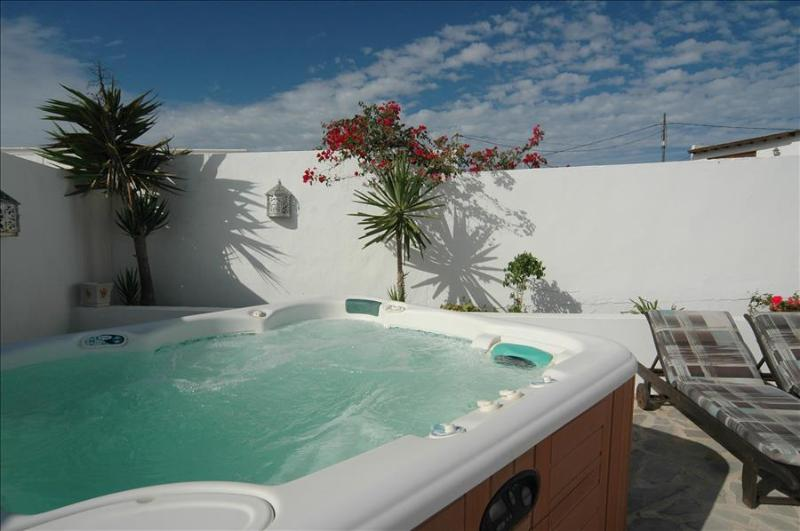 Nazaret Bungalow Sleeps 4 - 5825260, vacation rental in Las Laderas