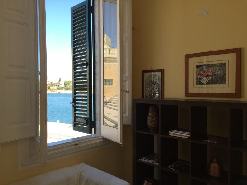 Bed and breakfast on The waterfront, aluguéis de temporada em Brindisi