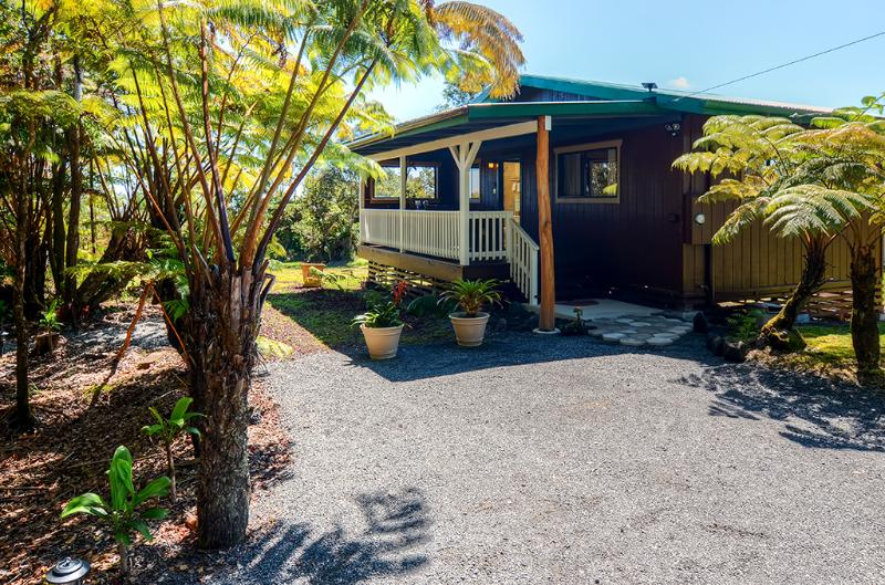 'Fern Cottage' Island Escape with Rainforest View!, vacation rental in Mountain View