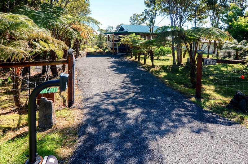 This amazing Volcano vacation rental cottage awaits you!