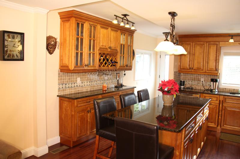 Quaint and immaculate 3 br duplex!, casa vacanza a Greenwich