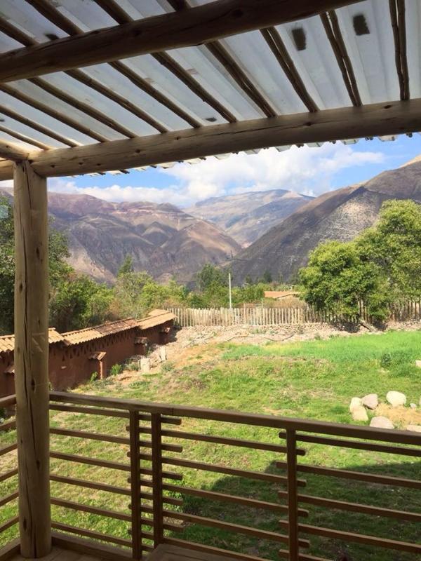 Vista exterior de la cordillera y el valle desde uno de los 3 balcones de la casa.