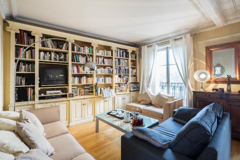 Vue incroyable calme à Montmartre 70 m2, holiday rental in Paris