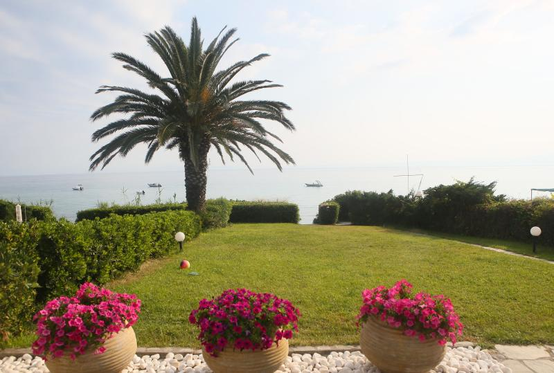 BEACHFRONT VILLA  POLYCHRONO-CHANIOTI CHALKIDIKI, vacation rental in Hanioti