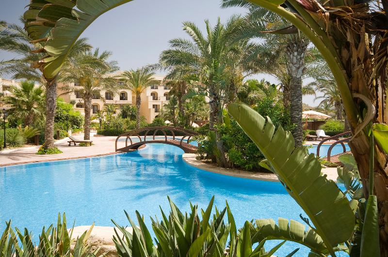 2 Bedroom Residence within 5 * Kempinski Hotel, holiday rental in San Lawrenz