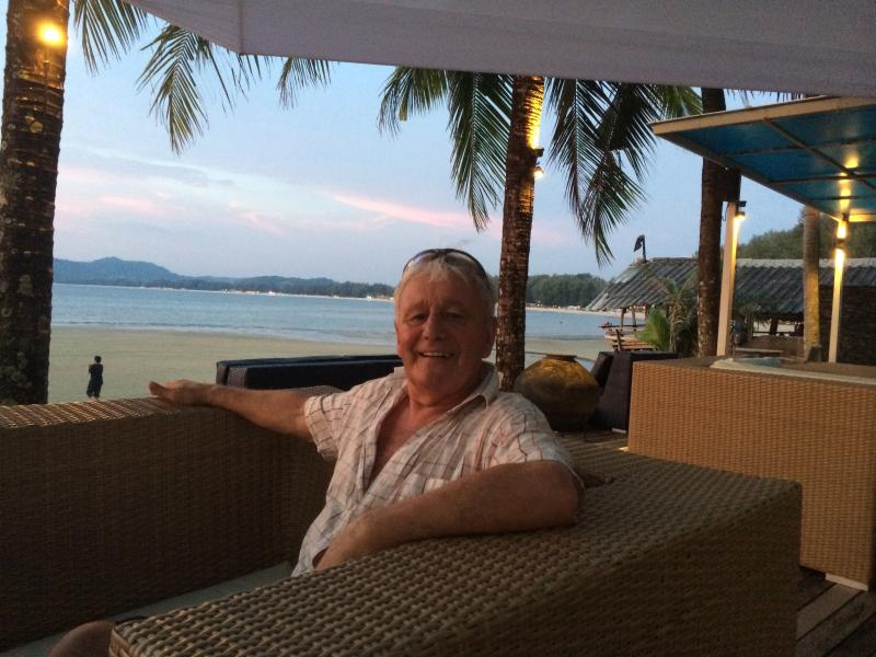Tonton Henry Bar on bangtao Beach