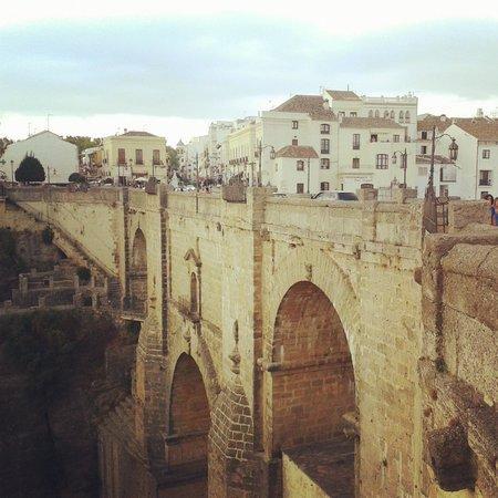 Sin duda el monumento más emblemático del pueblo de Ronda. Pensar en Ronda es pensar en su puente, e