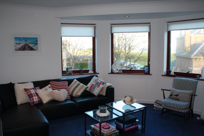 Beach Point, panoramic sea views, 2 bedroom seaside apartment,  North Berwick, vacation rental in North Berwick