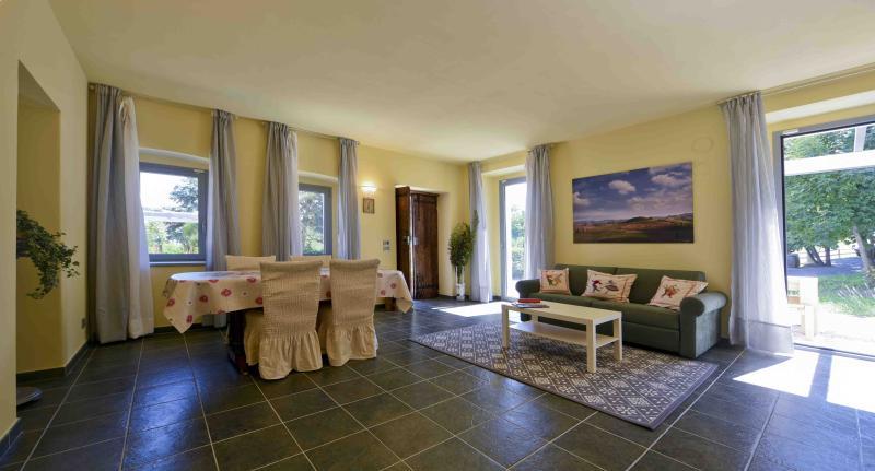 Casa Nalin, appartamento 'Grilli e stelle', vakantiewoning in Bra