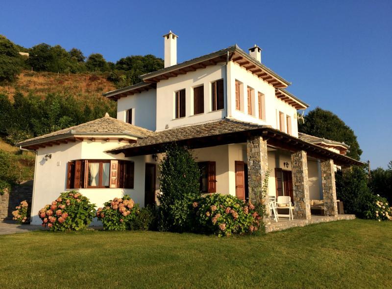 Aegean view villa Pelion, casa vacanza a Makrirrachi