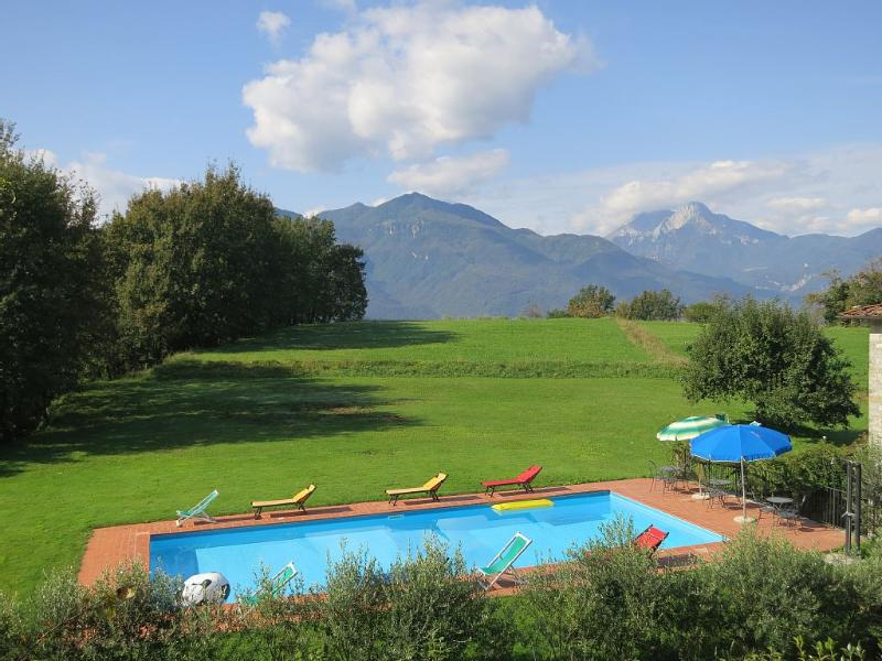 Villa Azelea, stunning mountain location, large private pool, WIFI, holiday rental in Tiglio Basso
