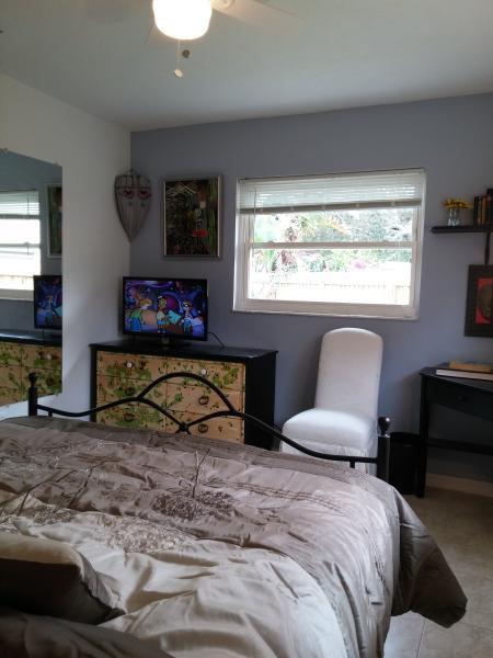 master bedroom corner, led tv