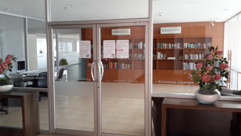 centro de negocios y biblioteca