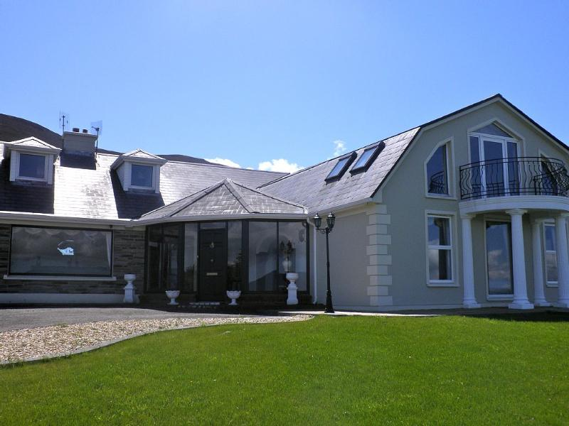 Luxury country house with stunning views, location de vacances à Glenbeigh