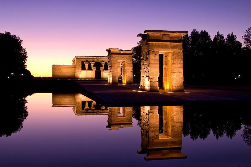 Beautiful Templo Debod nearby