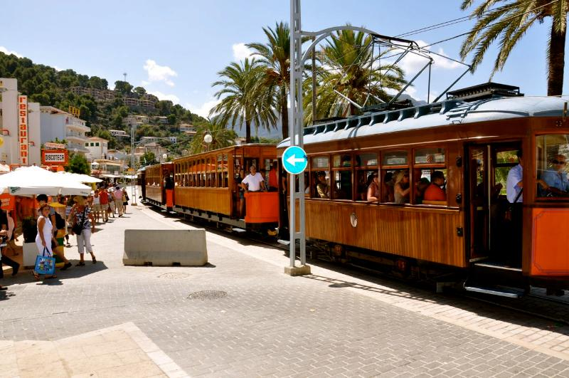 train from Port to Soller