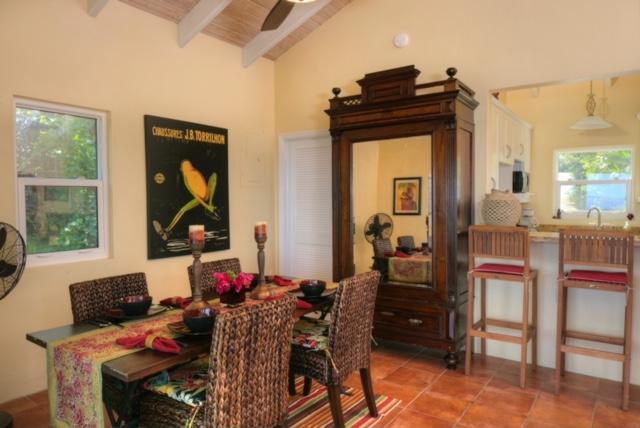 La villa es maravillosamente decorada con antigüedades y arte originales