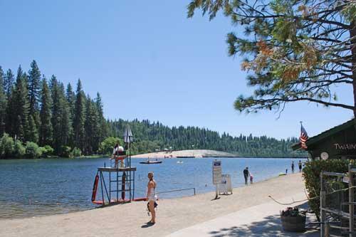 Twain Harte lago tiene 5 salvavidas de turno durante el verano
