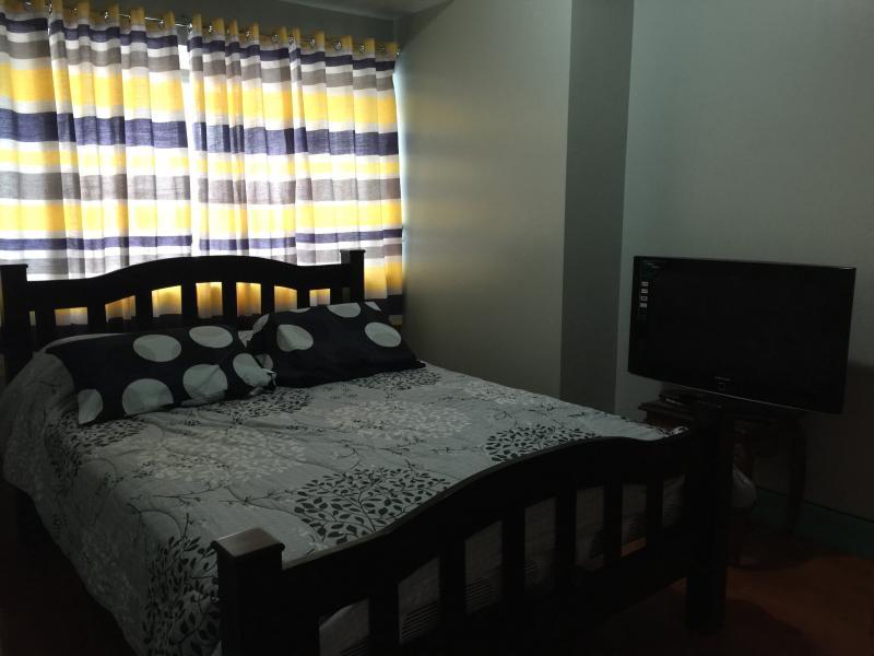 Tripadvisor Condo For Rent In Fort Bonifacio Global City