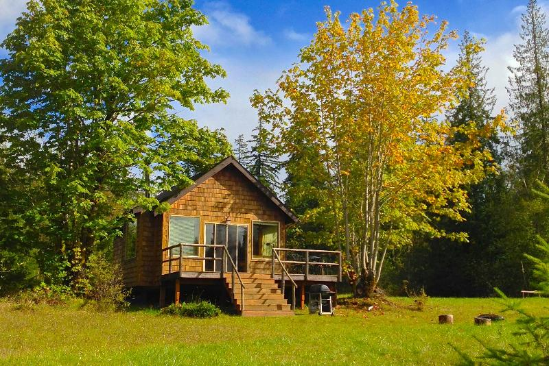 The secluded Pond Cottage has its own private pond, surrounded by grassy fields.