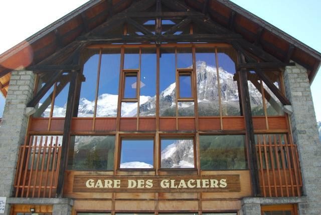 Sight glass Bay facade Mont Blanc