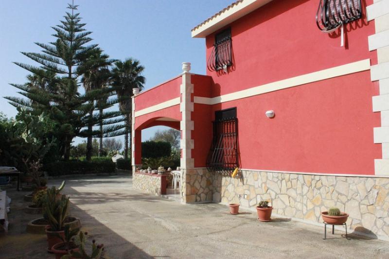 villa1 fronte mare, holiday rental in Granelli