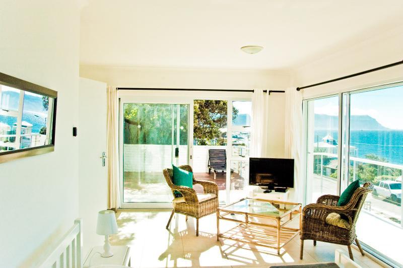 Simon's Town Studio w Terrace & 180degree Sea View, location de vacances à Cape Point