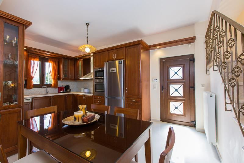 open plan kitchen / dining area