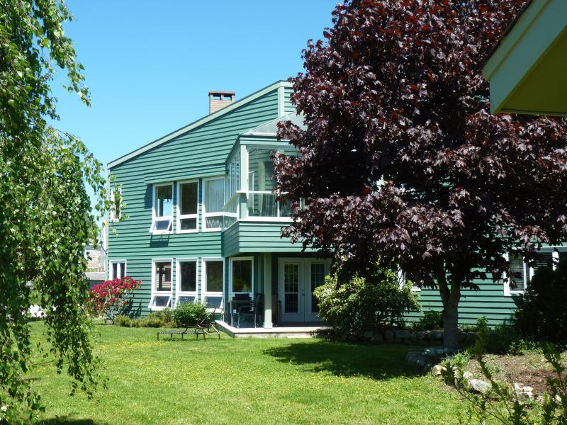 Breath taking Ocean Harbour Front 3 Bedroom 2 Bath, location de vacances à Mahone Bay