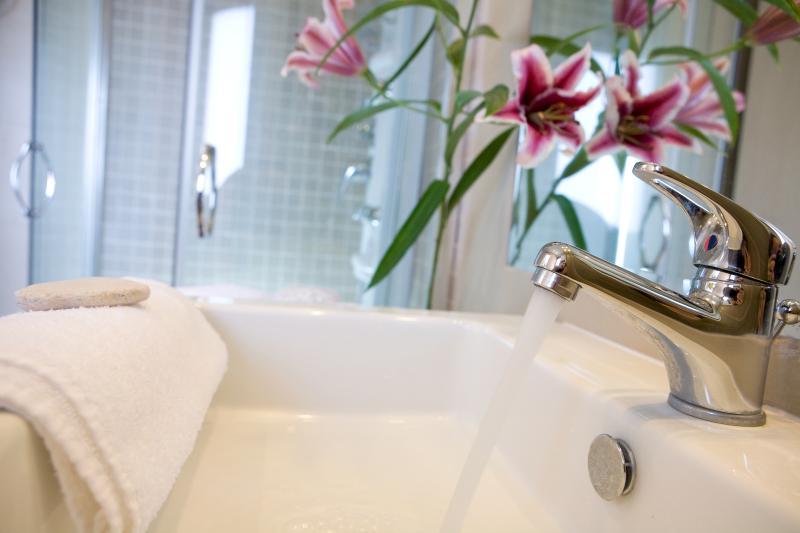 Bathroom with hydromassage shower