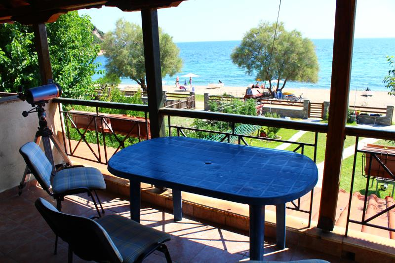 Gorgeous apartment 50m from the beach, holiday rental in Ouranoupoli