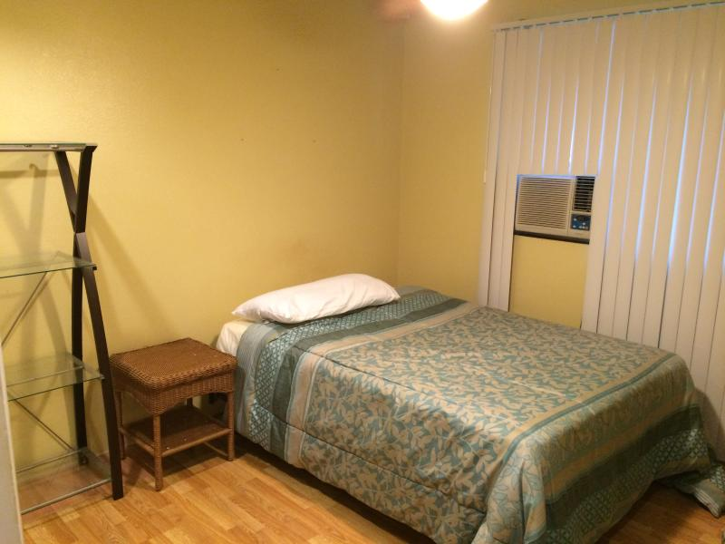 Volledige grootte bed, kast, Bureau, a/c