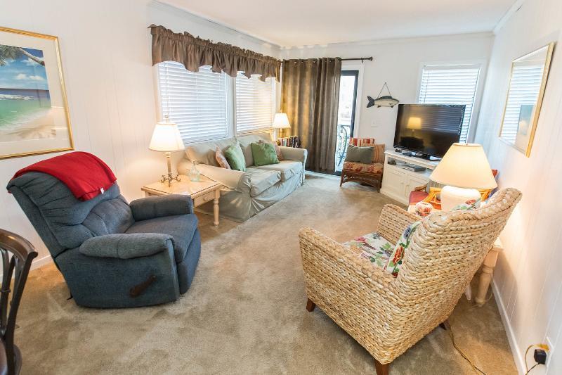 New TV, new carpet & recliner living Room