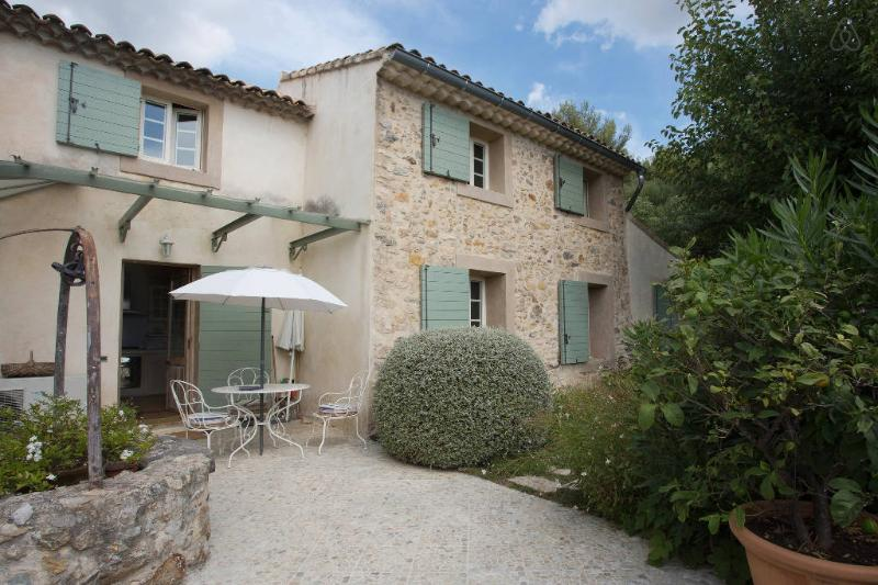 BASTIDON de Charme avec Piscine, holiday rental in Evenos