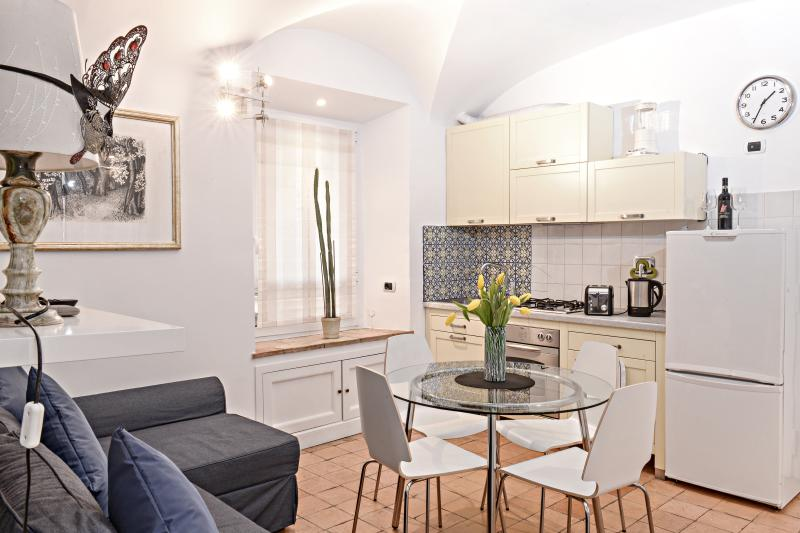 Colosseo... a beautiful, welcoming apartment