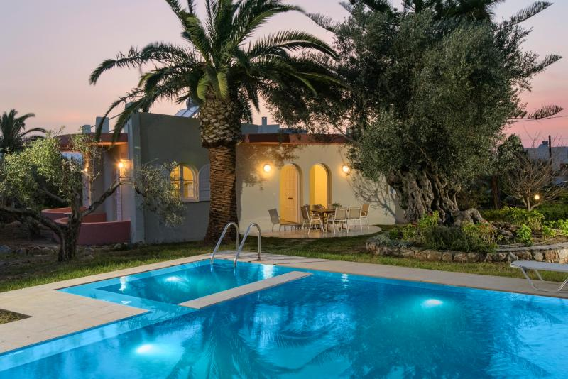 VILLA GRAMBELLA    with  a private pool and children pool  in an olive grove, holiday rental in Sfakaki