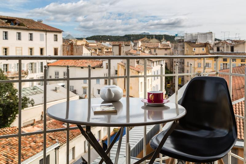 Appartement Plein Centre 65m² VRAI CLIM 2 Balcons, holiday rental in Aix-en-Provence