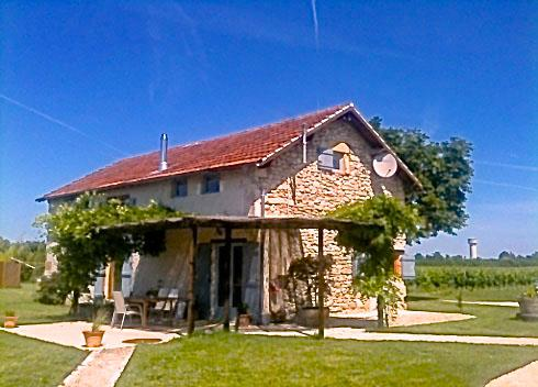 Luxury Farmhouse with private pool amidst vineyards and beautiful views. Free wifi and games room.