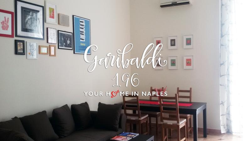 Grande, brillante y hermoso apartamento en el centro de Nápoles